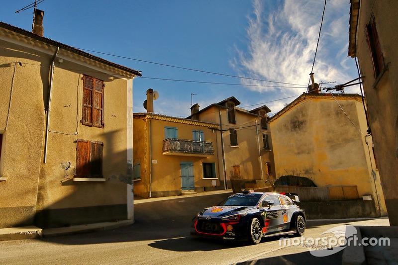 Thierry Neuville; Nicolas Gilsoul, Hyundai Motorsport, Hyundai i20 WRC,
