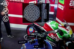 AR-Helm für Mechaniker vom Aprilia Racing Team Gresini