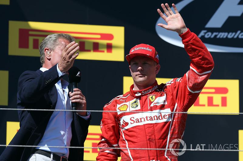 Podio: segundo lugar Kimi Raikkonen, Ferrari con David Coulthard,