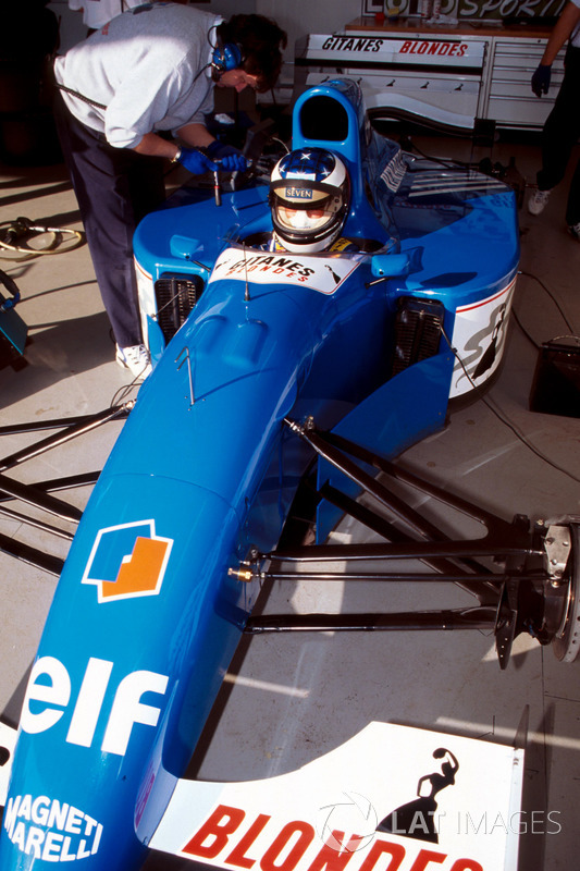 Preparativos del Ligier JS39B Renault que Michael Schumacher pondrá a prueba para evaluar el motor Renault V10