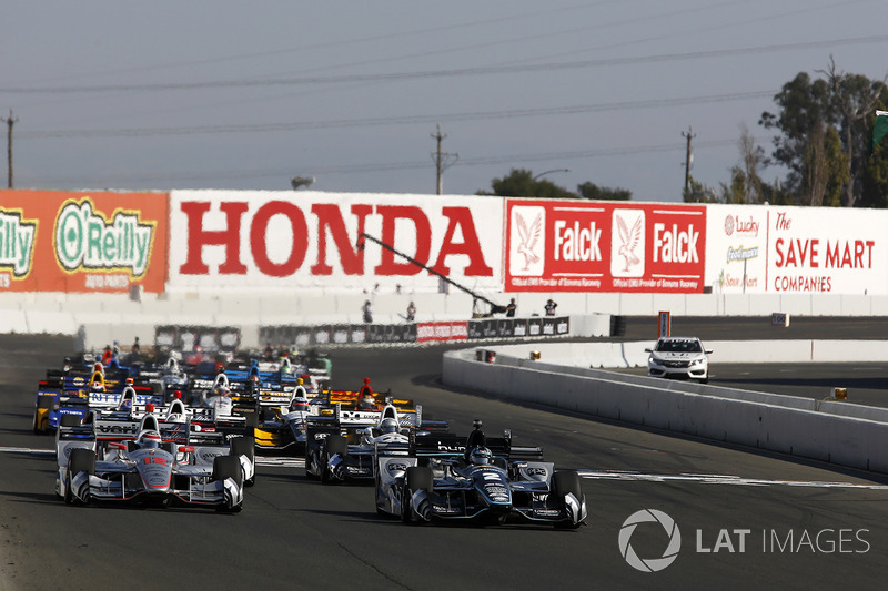 Start: Josef Newgarden, Team Penske Chevrolet leads