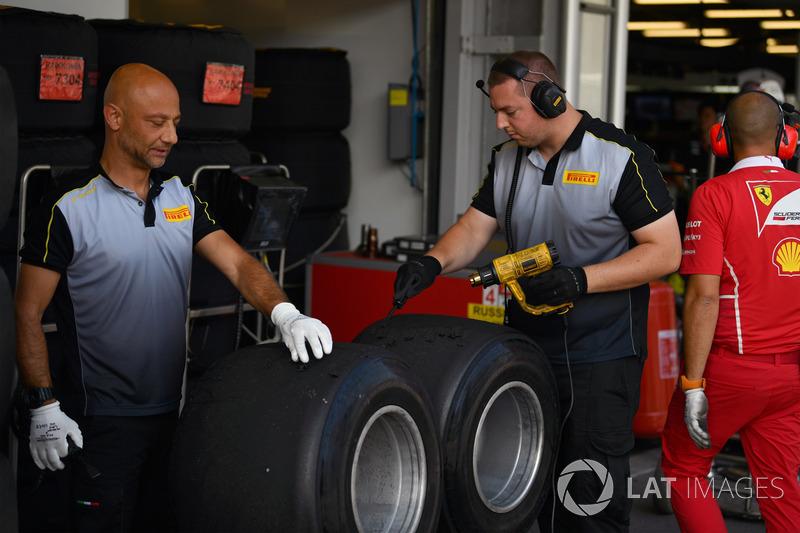 Pirelli-Ingenieure und Pirelli-Reifen