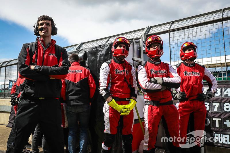 أعضاء فريق فورتيك موتورسبورتس
