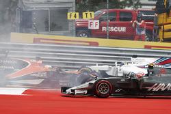 Kaza, Max Verstappen, Red Bull Racing RB13, Fernando Alonso, McLaren MCL32, Daniil Kvyat, Scuderia Toro Rosso STR12, Kevin Magnussen, Haas F1 Team VF-17