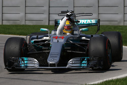 Race winner Lewis Hamilton, Mercedes-Benz F1 W08
