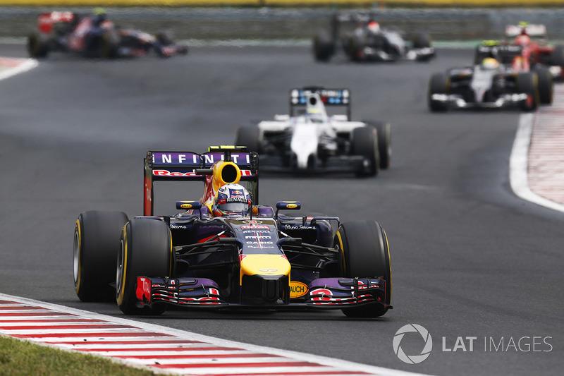 GP da Hungria 2014: A segunda vitória da carreira de Ricciardo começou com a pista molhada e o grid largando com pneus intermediários.