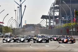Start zum Honda Indy Toronto 2018: Scott Dixon, Chip Ganassi Racing Honda, Josef Newgarden, Team Penske Chevrolet
