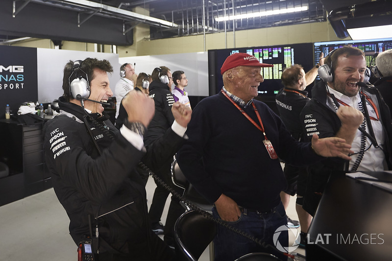Toto Wolff, Direktör, Mercedes AMG F1, Niki Lauda, Fahri Direktör, Mercedes AMG F1, Mercedes ve pole sahibi Valtteri Bottas, Mercedes AMG F1