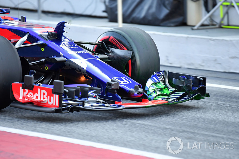 Brendon Hartley, Scuderia Toro Rosso STR13 front wing with aero paint