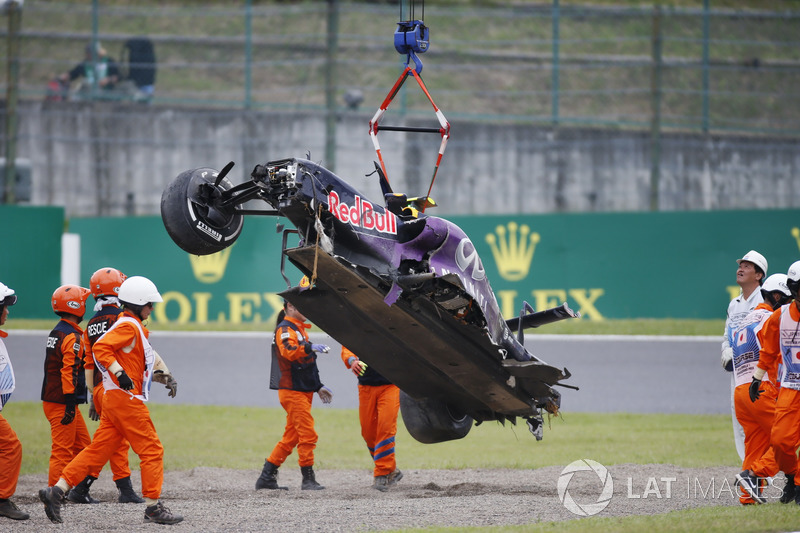 Marshals remove the wreckage in the aftermath of a crash for Daniil Kvyat, Red Bull Racing RB11