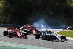 Valtteri Bottas, Mercedes AMG F1 W09, leads Sebastian Vettel, Ferrari SF71H, Kimi Raikkonen, Ferrari SF71H, Max Verstappen, Red Bull Racing RB14, and the remainder of the field at the start of the race