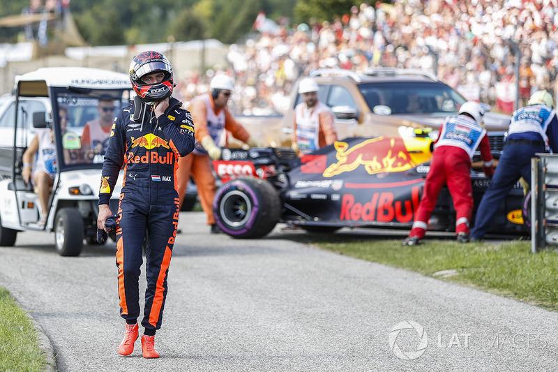 В каждом из последних четырех Гран При один из пилотов Red Bull сходил с дистанции. С гонщиками команды из Милтон-Кинса такого не случалось с 2007 года (сходы на этапах начиная с Гран При Турции по Гран При Японии)