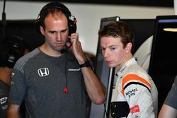 Oliver Turvey, McLaren and Tom Stallard, McLaren Engineer