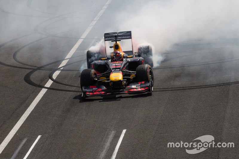 Max Verstappen ve Red Bull RB8