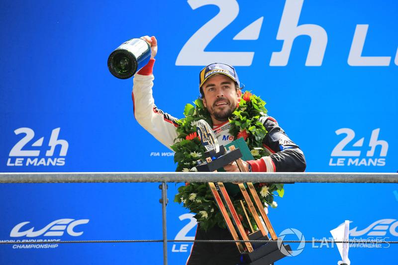 Genel podyum: Kazanan Fernando Alonso, Toyota Gazoo Racing