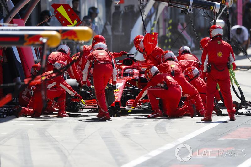 Sebastian Vettel, Ferrari SF71H, effettua un pit stop