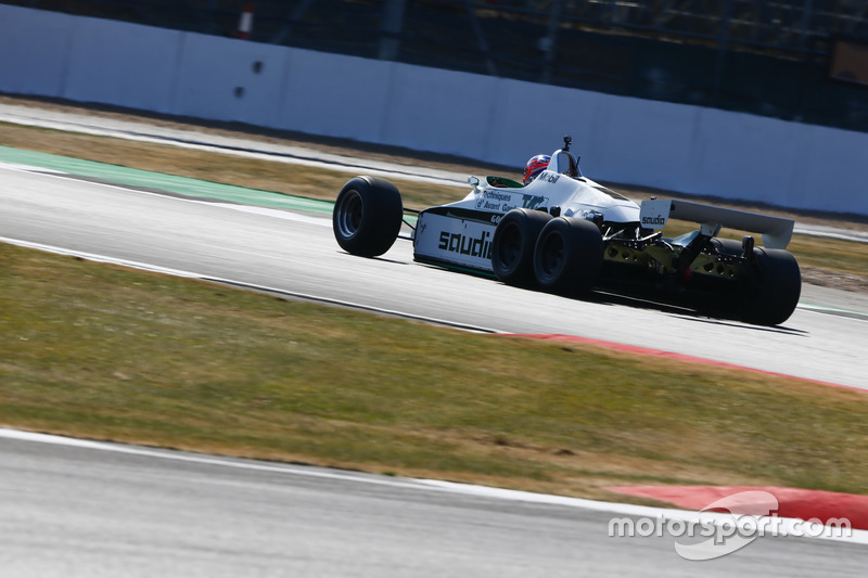 Jenson Button pilote une Williams FW08B de 1982