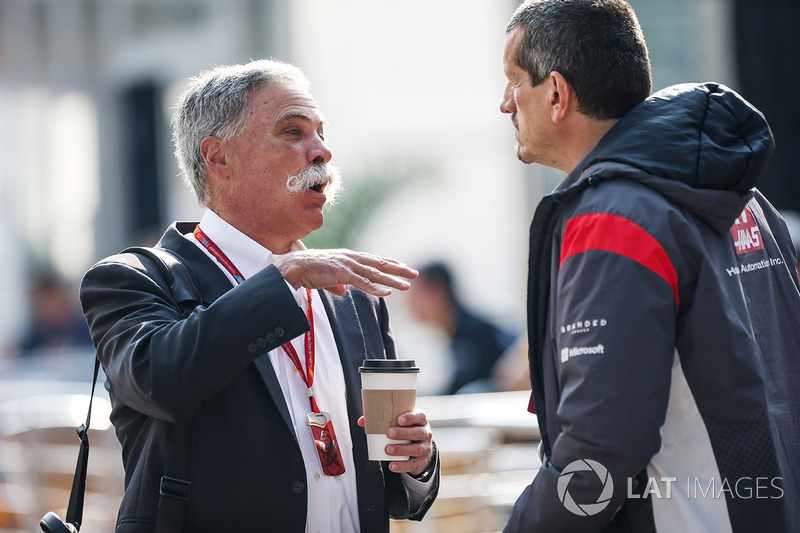 Chase Carey, PDG Formula One Group et Guenther Steiner, Haas F1 Team Principal