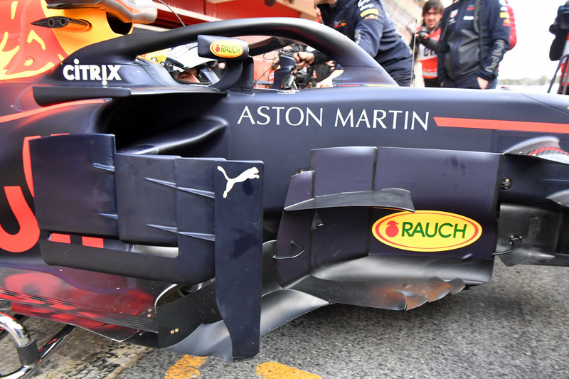Max Verstappen, Red Bull Racing RB14 bargeboard detail