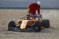 Fernando Alonso, McLaren MCL33, in the gravel after losing a wheel