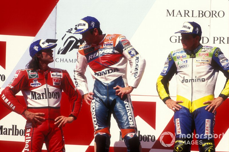 Podium: Pemenang Mick Doohan, runner-up Loris Capirossi, posisi ketiga Alex Barros, GP Indonesia