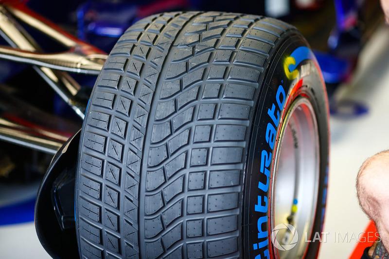 Pierre Gasly, Toro Rosso STR13 lastiği