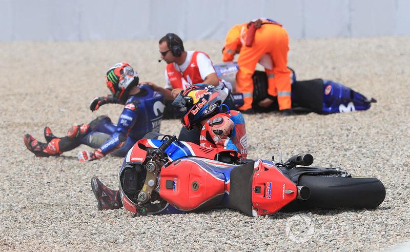 Аварія Штефана Брадля, HRC Honda Team, та Маверіка Віньялеса, Yamaha Factory Racing crash