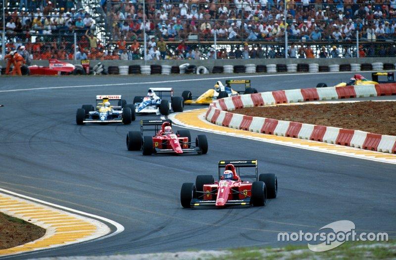 Alain Prost, Ferrari 641 devant Nigel Mansell, Ferrari 641 et Riccardo Patrese, Williams Renault FW13B