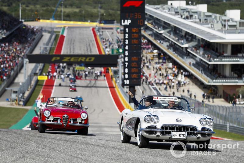 Lance Stroll, Williams Racing, e Marcus Ericsson, Sauber, nella drivers parade