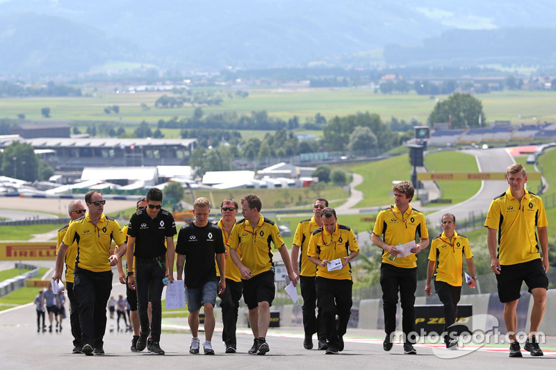 Esteban Ocon, Test Pilotu, Renault Sport F1 Team ve Kevin Magnussen, Renault Sport F1 Team