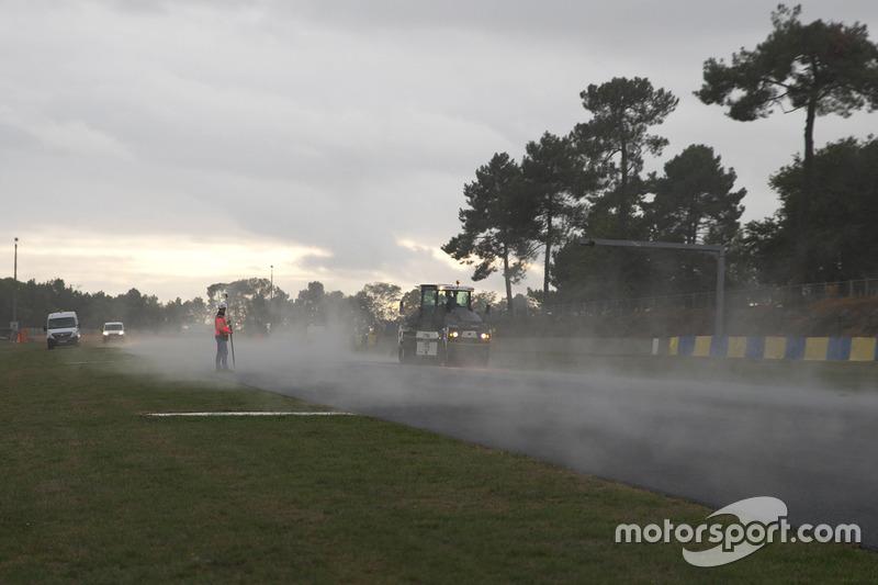 Neuasphaltierung am Bugatti Circuit in Le Mans