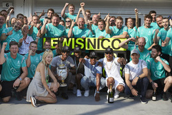 Winner Lewis Hamilton, Mercedes AMG F1 Team, second place Nico Rosberg, Mercedes AMG F1 Team celebra
