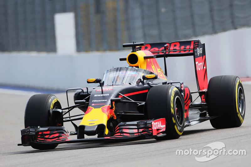 Daniel Ricciardo, Red Bull Racing RB12 met het Aeroscreen
