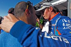 Scott Dixon, Chip Ganassi Racing Honda is congratulated by teammate Tony Kanaan, Chip Ganassi Racing Honda after winning the pole