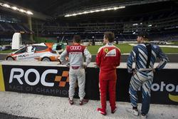 Tom Kristensen, Sebastian Vettel and Scott Speed, watch on during warmup