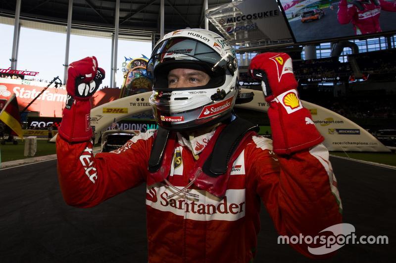 Sebastian Vettel, feiert seinen Sieg Team Deutschland