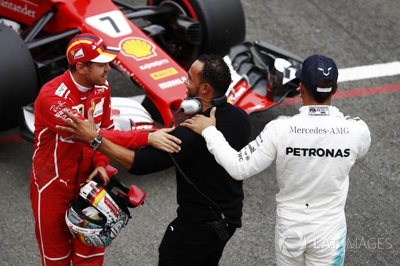 Polesitter Lewis Hamilton, Mercedes AMG F1; 3. Sebastian Vettel, Ferrari, mit Nicolas Hamilton