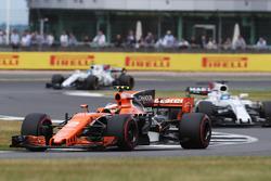 Stoffel Vandoorne, McLaren MCL32, Felipe Massa, Williams FW40 y Lance Stroll, Williams FW40