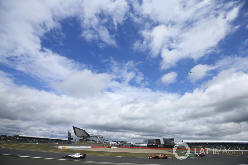 Ленс Стролл, Williams FW40, Фернандо Алонсо, McLaren MCL32, Даніель Ріккардо, Red Bull Racing RB13