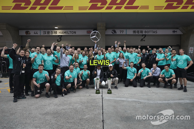 Lewis Hamilton, Mercedes AMG, celebrates victory with Valtteri Bottas, Mercedes AMG and team members