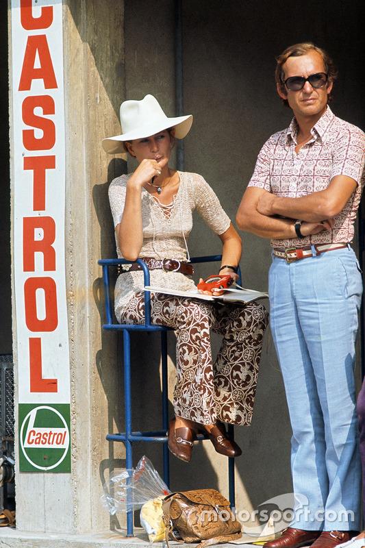 Nina Rindt mira a su esposo, Jochen Rindt