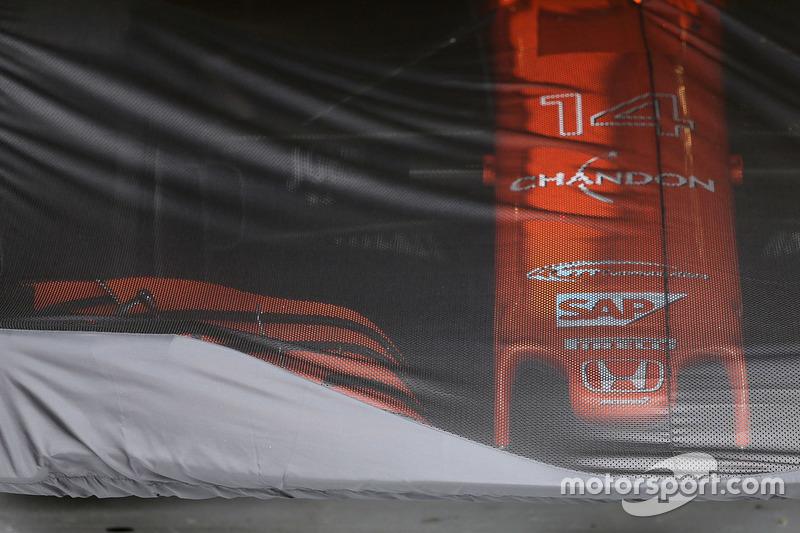 McLaren MCL32 unter Abdeckung
