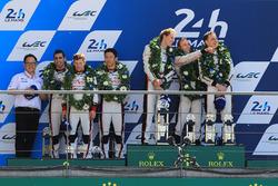 Podium: race winners Timo Bernhard, Earl Bamber, Brendon Hartley, Porsche Team, second Sébastien Buemi, Anthony Davidson, Kazuki Nakajima, Toyota Gazoo Racing