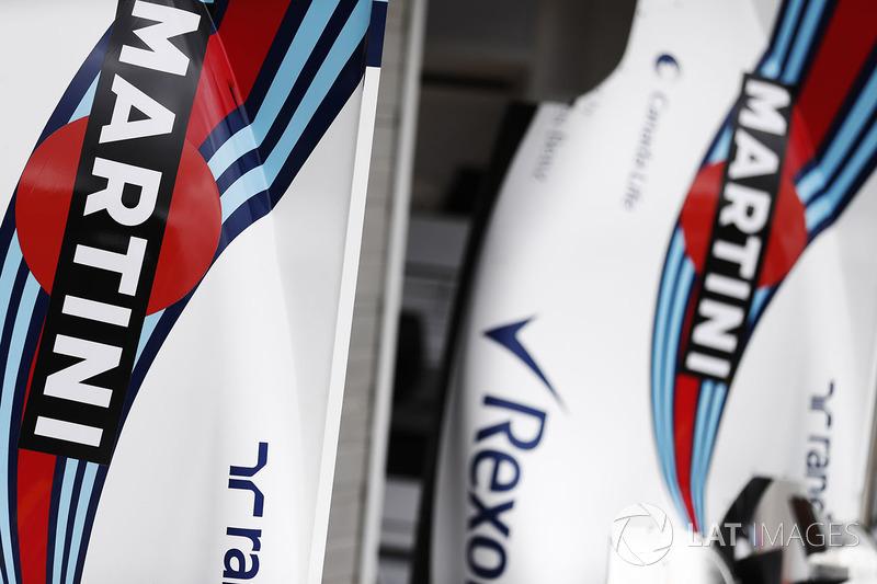 Marca de Martini en la carrocería trasera y tapas de motor del  Williams