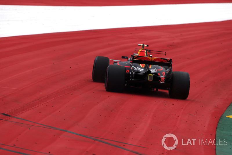 Макс Ферстаппен, Red Bull Racing RB13, їде зоною вильоту