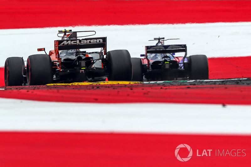 Стоффель Вандорн, McLaren MCL32, Данііл Квят, Scuderia Toro Rosso STR12