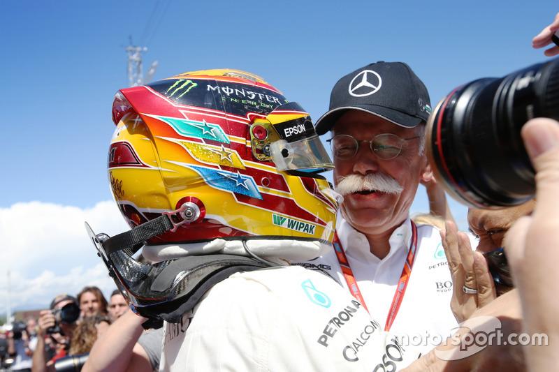 Льюіс Хемілтон, Mercedes AMG F1 W08, генеральний директор Mercedes Benz Дітер Цетше