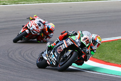 Alex de Angelis, Pedercini Racing; Lorenzo Savadori, Milwaukee Aprilia World Superbike Team