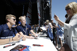 Marcus Ericsson, Sauber signs poses for a photograph