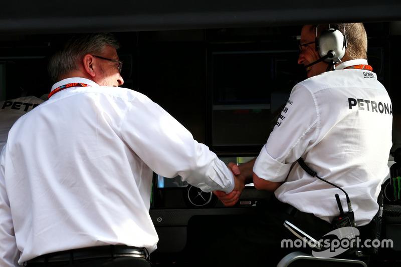 Ross Brawn am Mercedes-Kommandostand